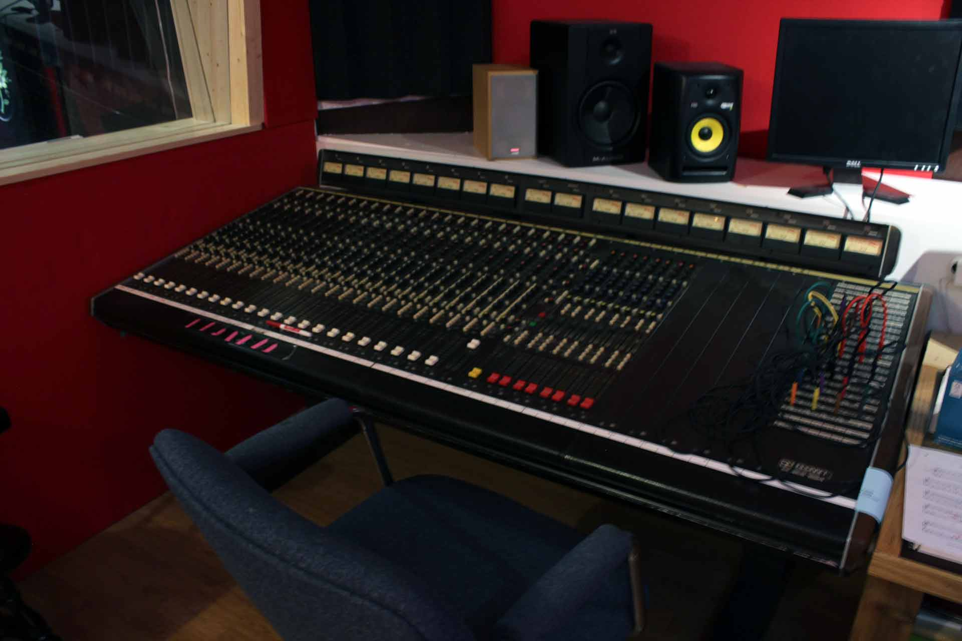 recording-studio-console