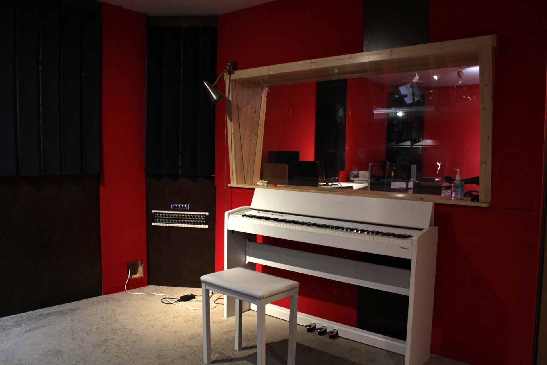 recording-studio-piano